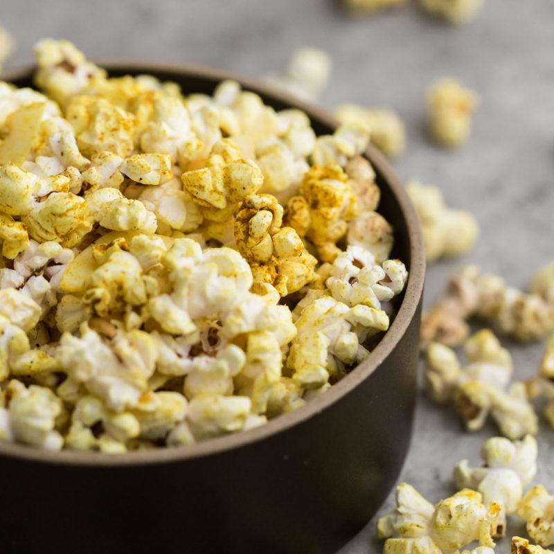 Coconut Curry Popcorn | @naturallyella