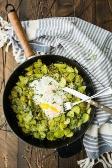 Pesto Potato Skillet with Eggs | http://naturallyella.com
