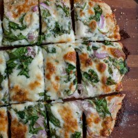 Spinach Ranch Pizza | @naturallyella