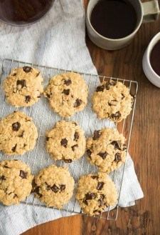Peanut Butter Oatmeal Cookies with Chocolate Chips | http://naturallyella.com