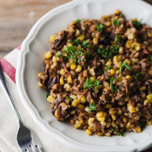 Sun-Dried Tomato and Sweet Corn Farro Risotto | http://naturallyella.com