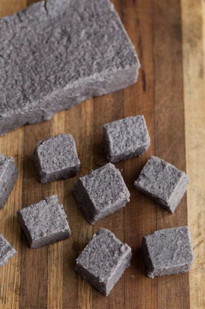 Tofu made from black bean flour