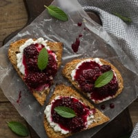 Blackberry Goat Cheese Crostini | @naturallyella