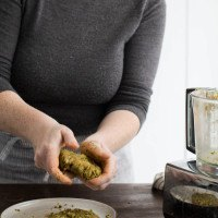Shaping chickpea burgers