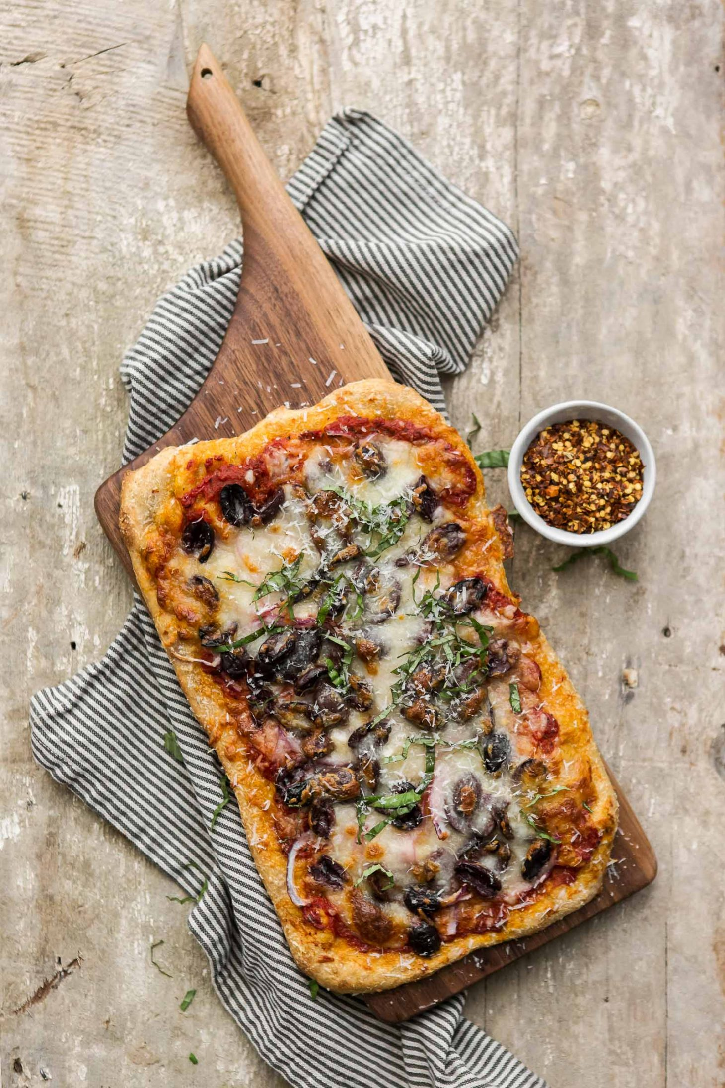 Olive Pizza with Red Onions | @naturallyella